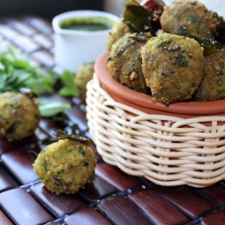 Lapsi Methi Muthia/Broken Wheat And Fenugreek Dumplings.