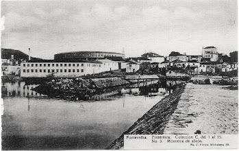Photo: Fábrica de Pazó, Praza de touros. Vese tamén o Hospital de San Lázaro (Dos Gafos). A chiminea que se ve é a da Fábrica de Madeira de Fonseca.