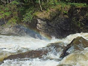 """Photo: Peřeje na řece Ostravici, kousek pod obcí Ostravice. Uprostřed je patrná """"miniduha"""", jak sluneční světlo procházelo skrz kapičky vody."""