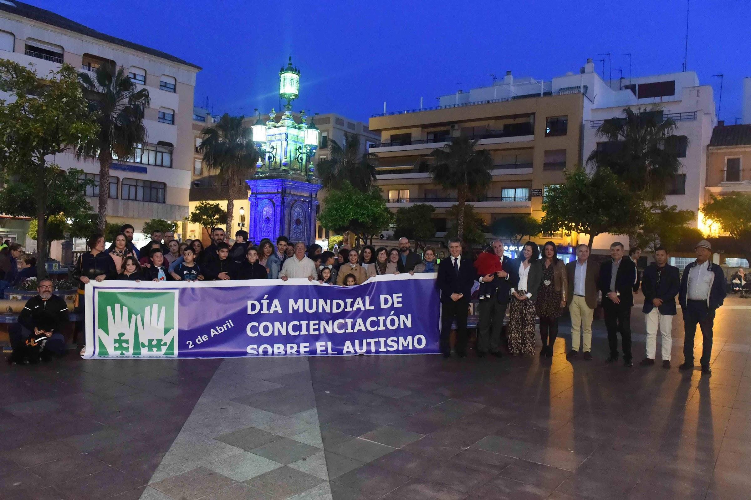 Algeciras se tiñe de azul en el Día Mundial de la Concienciación sobre el Autismo
