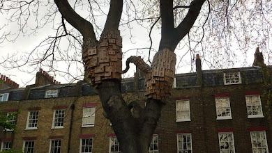 Photo: London (Angel) - homes for angels ??? / Londýn - ptačí budky ???