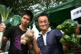 Photo: 小菅農園さん玉ねぎが即売です。始まって .10分くらいなのに。