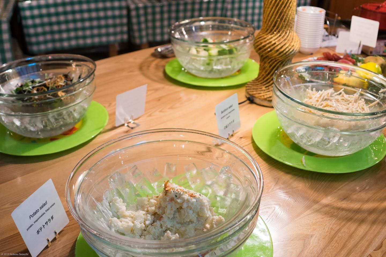 ポテトサラダ、ごぼうサラダ、ひじきサラダ、ブロッコリーとカリフラワーのレモンマリネ