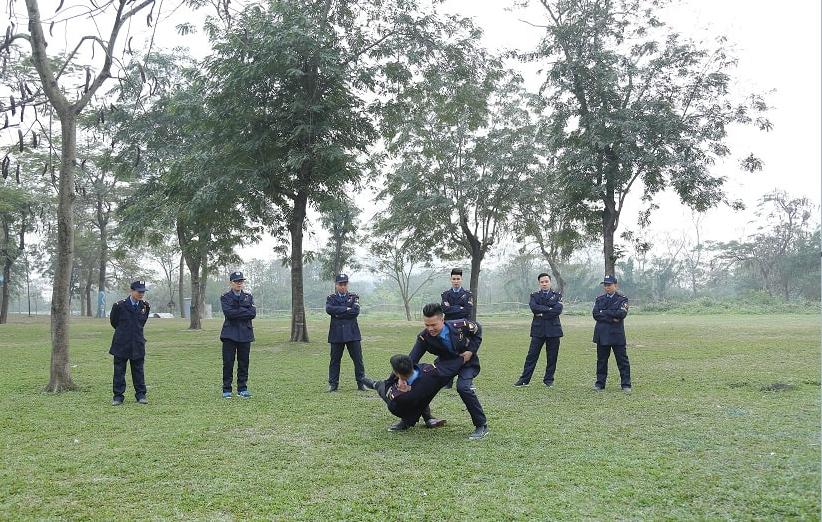 Đặt dịch vụ thuê vệ sĩ riêng để bảo vệ yếu nhân