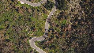 Vista cenital de una carretera de la Alpujarra almeriense.