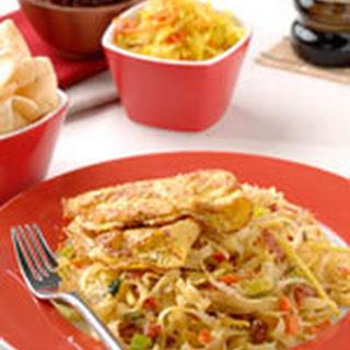 Javaanse Kokos-bami Met Verse Gember En Kerrie-omelet