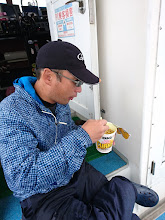 """Photo: お湯を入れたばかりの""""ササノさん""""。 「・・・食べるタイミング間違った!」"""