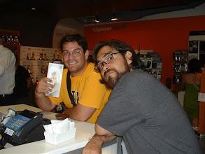 Photo: Alfredo nos acompaño a comprarnos unos celulares. Nos metimos en un paque de pareja (dos personas) con FIDO