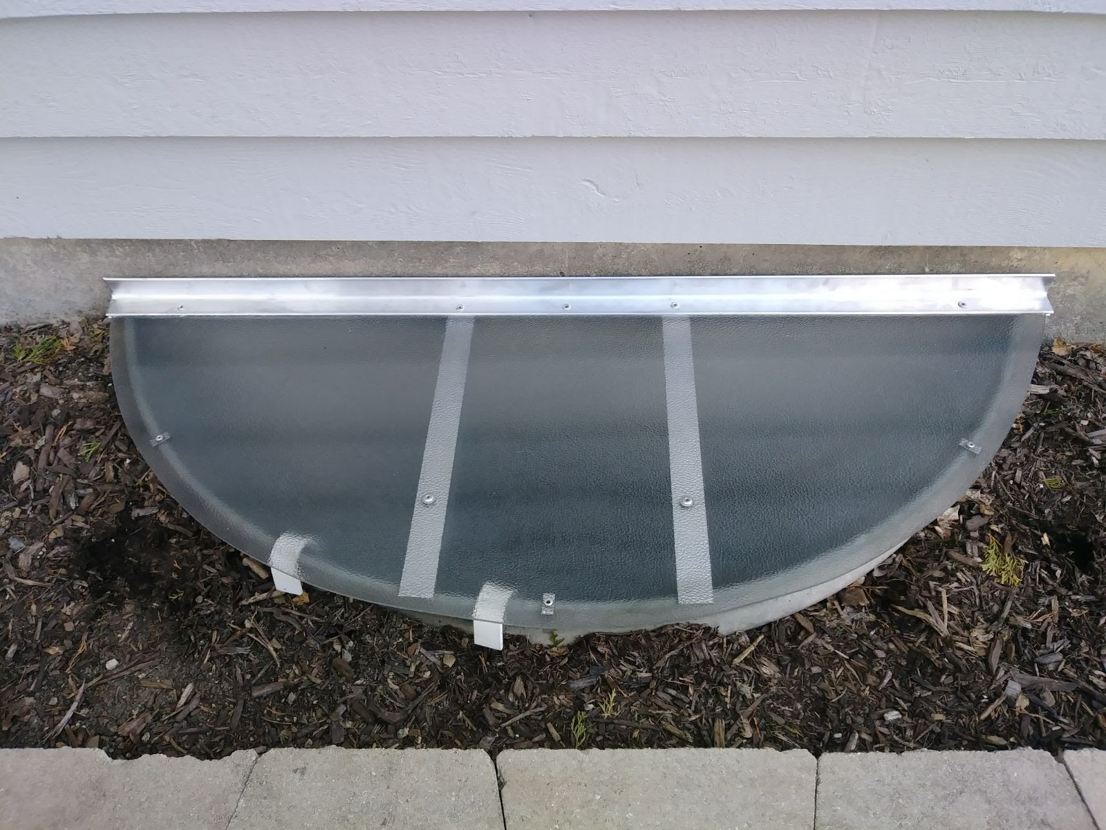 Oak Brook, IL-HandyManny Custom Window Well Covers