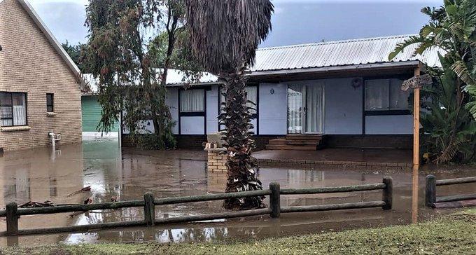 Huise en besighede word oorstroom terwyl die swaar reën die Suid-Kaap uitbreek - SowetanLIVE