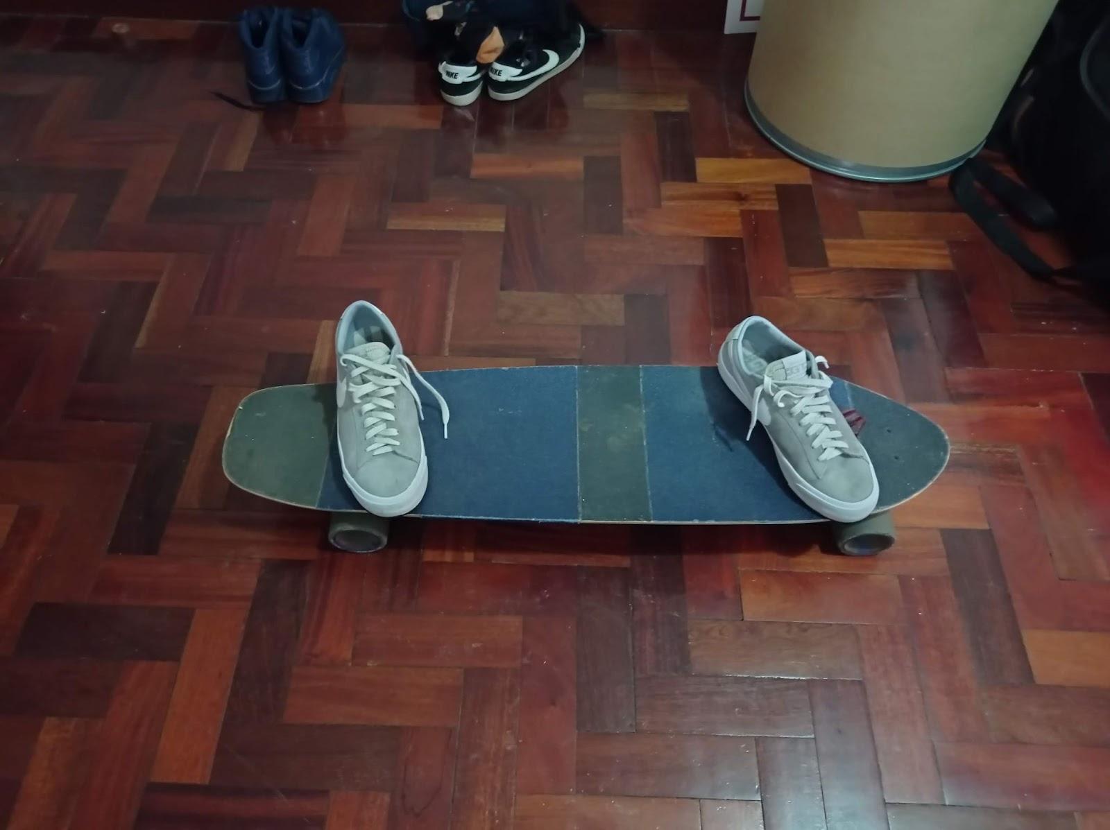 foot positioning for sliding longboarding