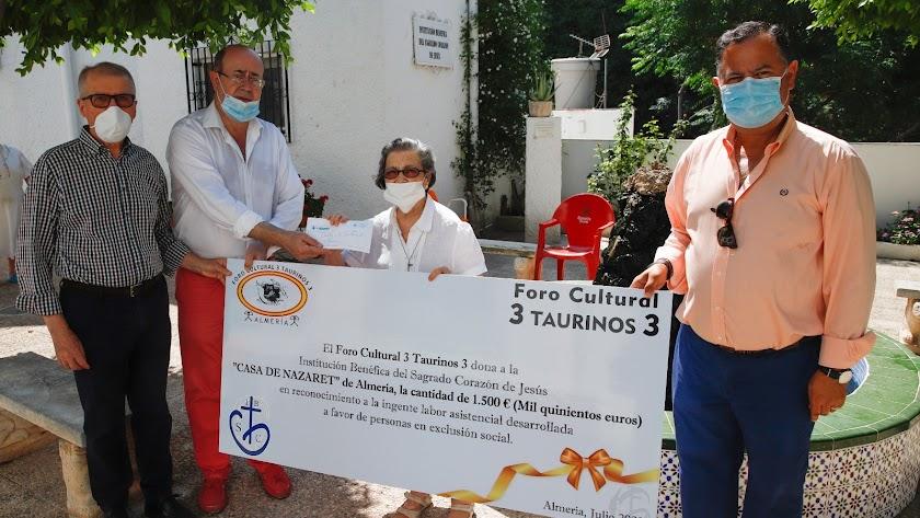 El Foro Cultural 3 Taurinos 3 entregó su donativo a la Casa de Nazaret.