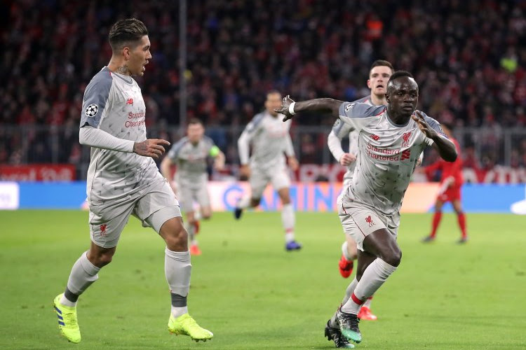 Thiago Silva en admiration devant un joueur de Liverpool