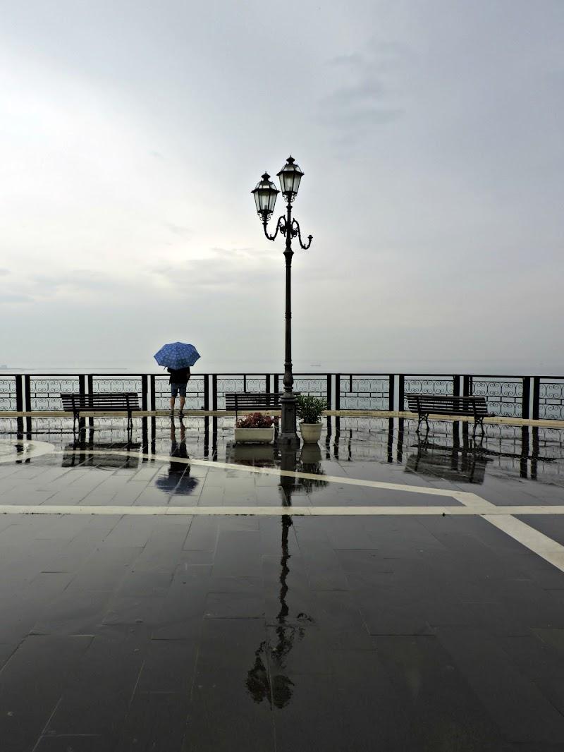 Alone in the rain di donyb