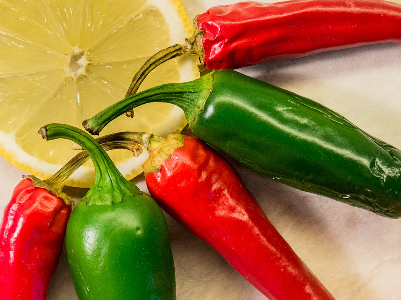 Red and green hot peppers di sorguido
