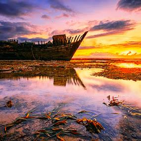 Be on the shelf by Hendri Suhandi - Landscapes Sunsets & Sunrises ( bali, wreck, sanur, sunrise, beach )