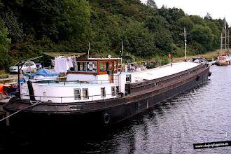 Photo: Vamos al Lago Ness navegando por el Canal de Caledonia, que conecta Inverness en el Norte con Corpach, al Sur de Escocia, pasando por el lago del monstruo y otros lagos. El canal tiene100 km. y 29 esclusas. — Caledonian Canal, Escocia.