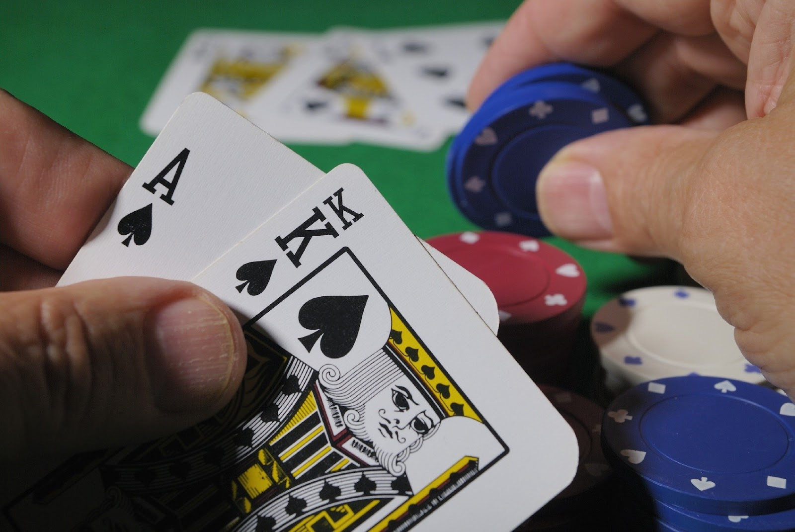 Kỹ năng cần thiết khi chơi poker là gì?