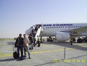 Photo: Am Flughafen Nouakchott, im Hintergrund unsere A 319 für nur 79 Passagiere.