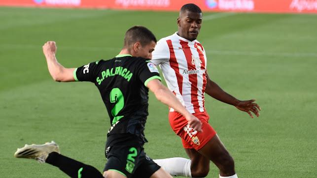 Sergio Akieme ha hecho una temporada espectacular en el Almería.