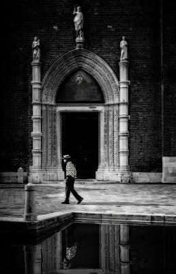 Camminando protetto dall'alto... di Livius