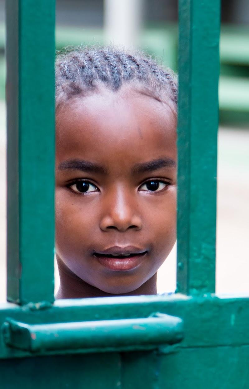 Povertà intorno ad una grande ricchezza negli occhi  di Lultimo