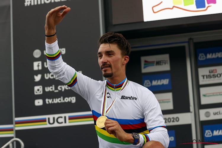 """📷 Wereldkampioen Alaphilippe krijgt gepersonaliseerde fiets: """"Echt een mooie verrassing"""""""