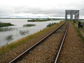 Photo: Siemianówka. Z trudem przejeżdżamy przez jezioro wąską groblą kolejową.