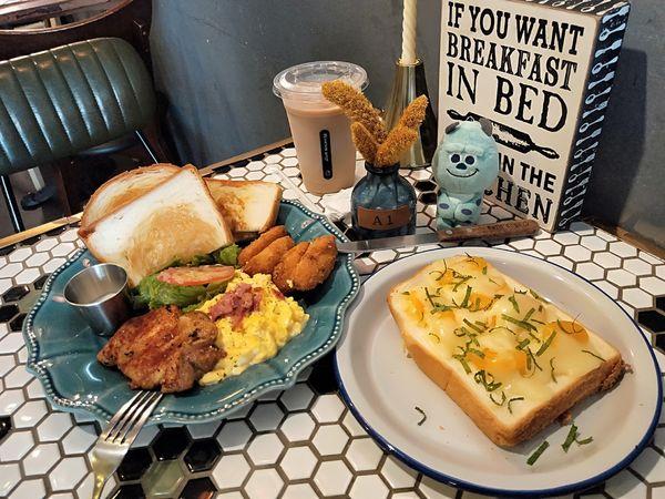 Mountain House 山房 I 用幸福的早餐開啟一天美好的早晨。紅茶歐蕾好好喝~