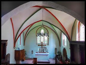 Photo: Die Feldsteinkirche in Kirch Mulsow wurde im 14. Jahrhunderts errichtet. Die Triumphkreuzgruppe auf dem Altar entstand vermutlich im 15. Jahrhundert.