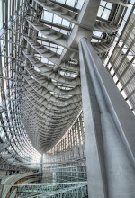 Photo: Large support poles at the Tokyo International Forum