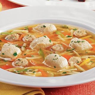 Hühner-Suppentopf mit Gemüse und Nudeln