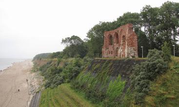 Photo: Ruiny kościoła w Trzęsaczu