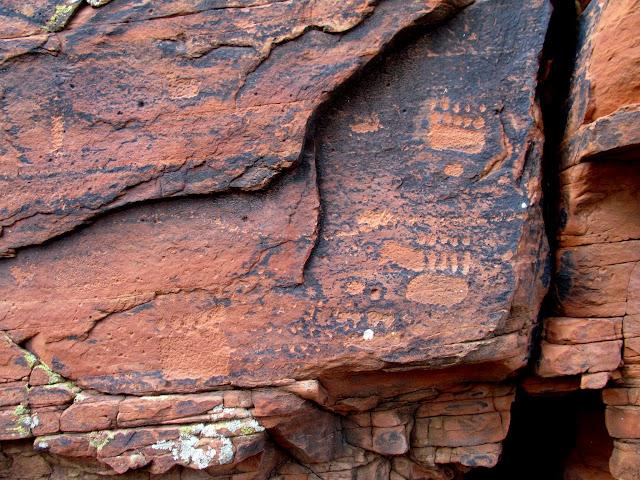 Bear track glyphs