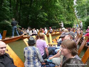Photo: Die Stocherkähne mit den Gästen fahren hinter dem Rennletztem hinterher, dichter dran geht nicht!