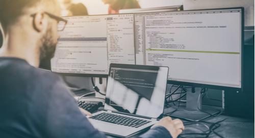 Ein Bild, das Text, drinnen, Person, Computer enthält.  Automatisch generierte Beschreibung