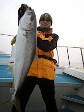 Photo: おおーっ! 朝一からナイスフィッシュ!ヒラス6.2kgでした!