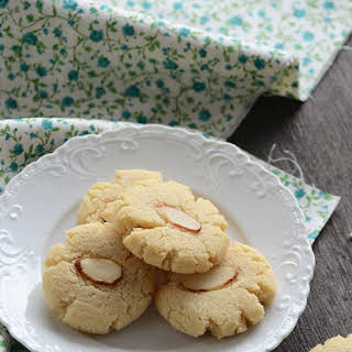 Vanilla-Almond Shortbread Cookies.