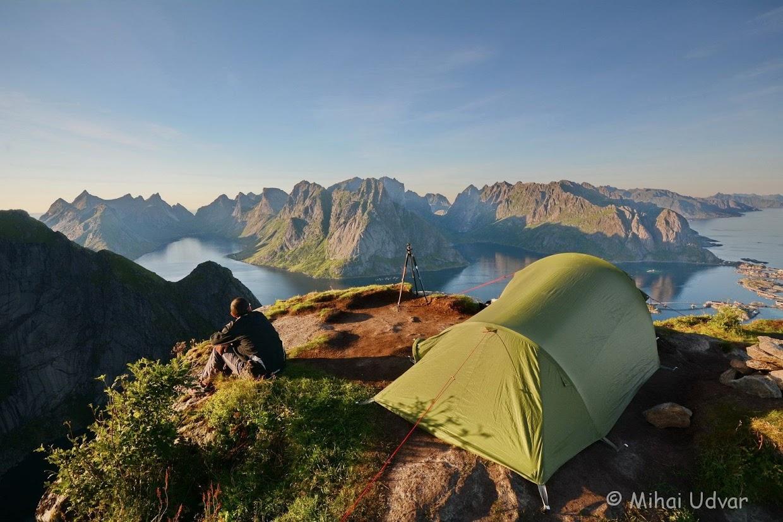 45-days-nomadic-biking-img08-lofoten-tent