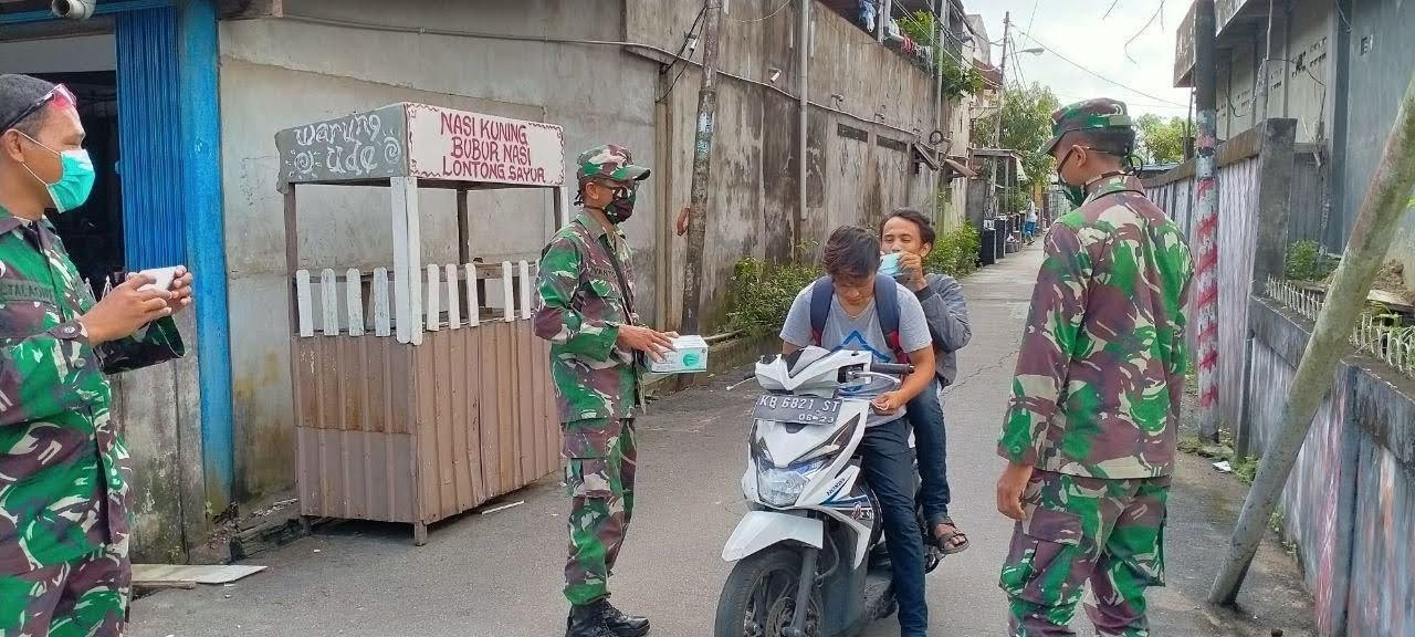Cegah Penyebaran Covid 19 ZIDAM XII/TPR Lakukan Sosialisasi Di Bansir Laut Kecamatan Pontianak Tenggara