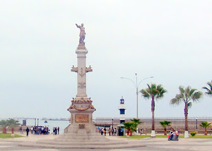 Photo: Torre Reloj (Muelle de Guerra, Callao)(past monument - from bus)