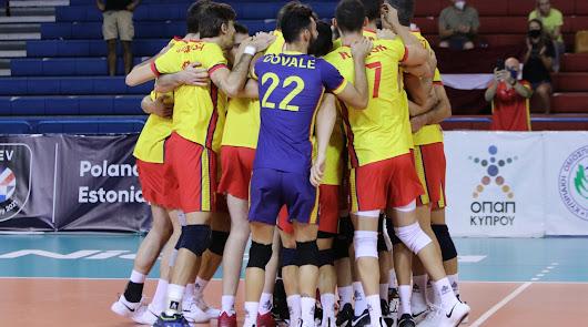 España derrota a Letonia 1-3 y se acercan al #EurovolleyM
