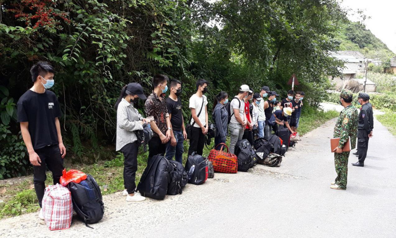 Hà Giang: Nhập cảnh trái phép đông như trẩy hội
