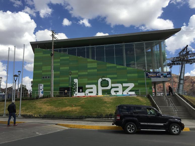 ラパスの緑線のロープウェーの終点、CHUQUI APU駅の駅舎。標高3267m