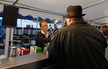 Photo: Bartender Sofia Thysell fredag 29 juni 2012  Packhuskajen vid S/S Marieholm, Göteborg