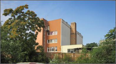 """Photo: Str. Aurel Vlaicu. Nr.3 - Colegiul Tehnic """"Dr. Ioan Ratiu"""" - vedere de pe Str. Gelu - 2017.07.01"""