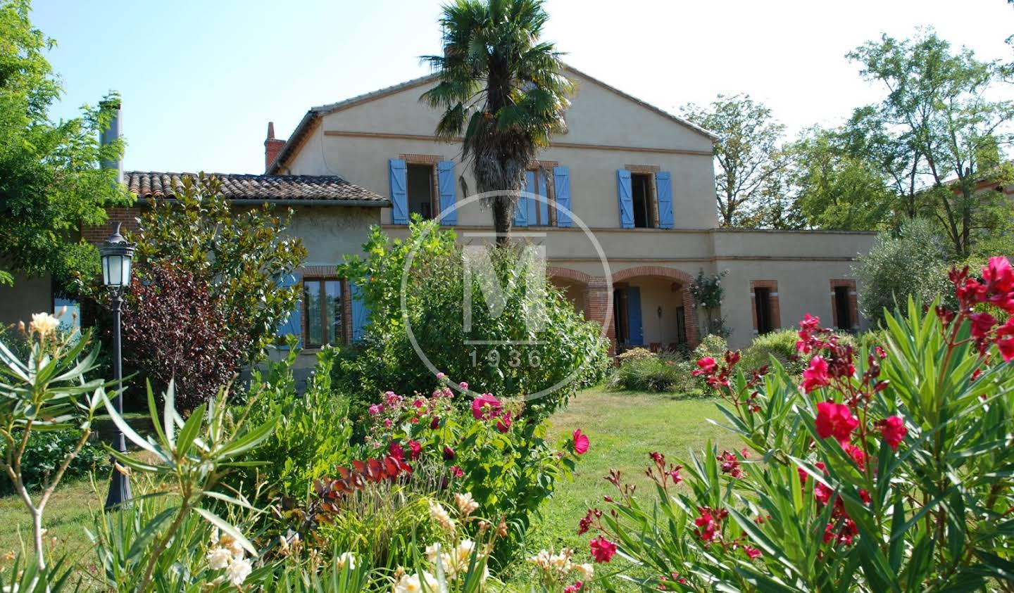 House with pool and terrace Launac