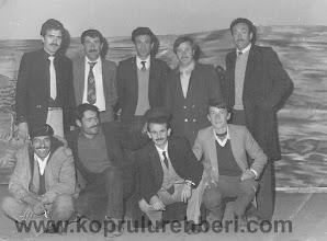 Photo: Ayktakiler: (Soldan sağa) İsrafil AKTÜRK, Fakı BAŞAR, Yılmaz KAYA, Hayri GEÇİM, Ekrem YILDIRIM, (Oturanlar) Alihan YILMAZ, Hüseyin ÇAKMAKÇI, M.Faruk ALPER, Cengiz YILDIRIM