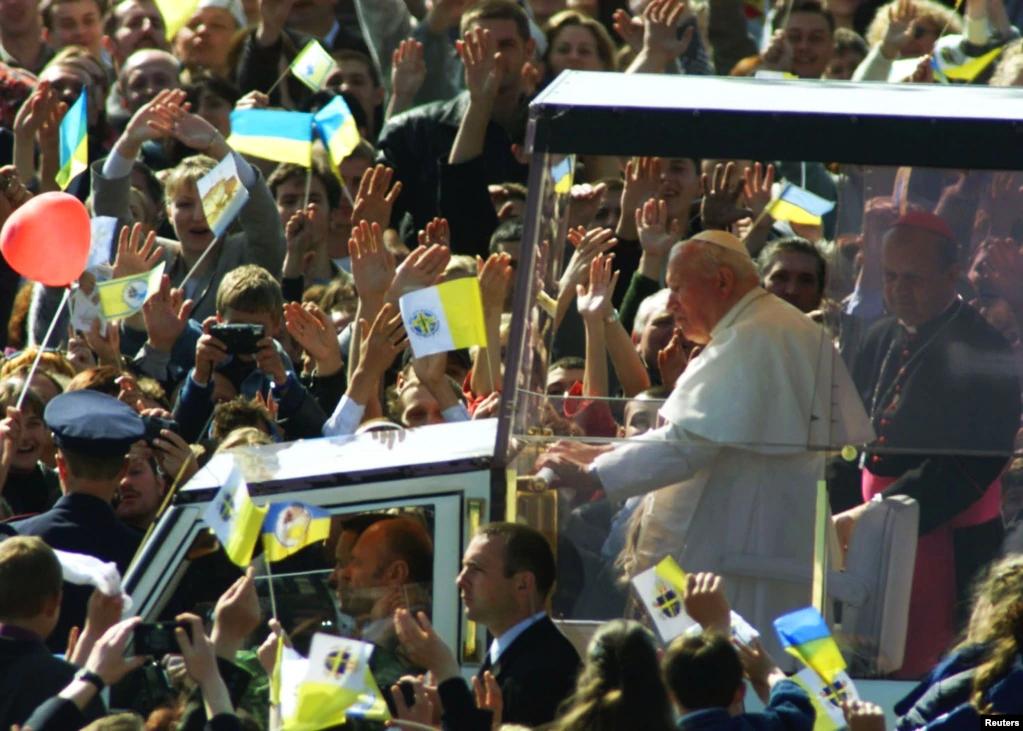 Під час візиту Папи в Україну - фото 77768
