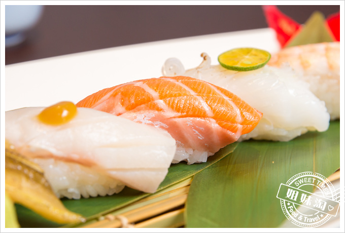 碳鰭日式家庭料理鮭魚握壽司